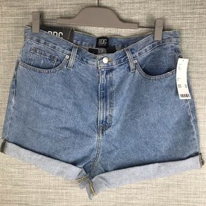 Urban Outfitters Denim Mom High Rise Jeans 31